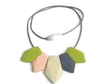 Silicone Teething Necklace Jewelry Modern Minimal Mother baby safe tuggable chewable teething relief functional trendy // Margot Necklace