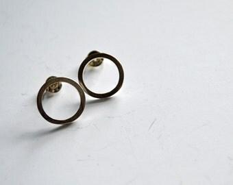 Wire circle stud earrings