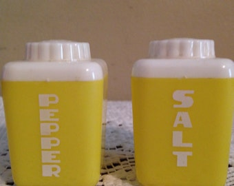 Retro 1950s Yellow Canister Shaped Salt & Pepper Shakers!
