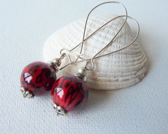 SALE, Red Black Silver Dangle Earrings Round Vintage Kidney Wire Earrings,Modern Wire Dangle Earrings 70's,Round Red, Big Hook Retro Dangle