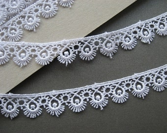 3 METRES Guipure Venise Lace Trim in White, sunshine/eyelashes motif, 15mm wide