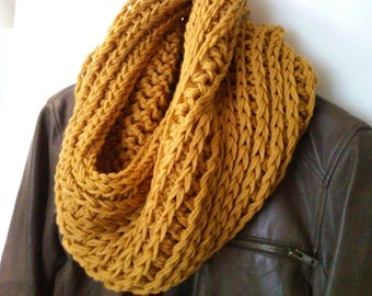 Mustard Chunky Cowl, Gold Crochet Cowl,Mustard Scarf, Yellow Scarf, Crochet Scarf, Chunky Scarf,Womens Cowl, Circle Scarf, Winter Scarf