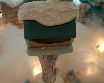 ceramic birdfeeder and birds Christmas decoration