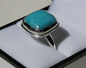 Beautiful silver ring with a bright square-set turquoise stone