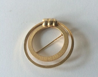 Midcentury Lisner Signed Gold tone  Circle Brooch. Vintage round textures insert Brooch.
