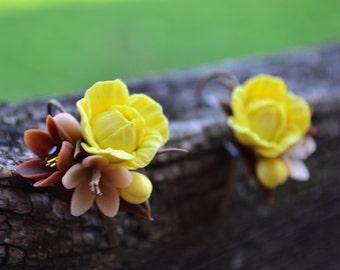 Flower earrings and ring. Light yellow lemony brown set earrings ring. natural earrings