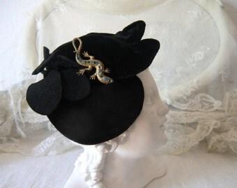 Lovely vintage velvet Hat Cap with brooch 20s 30s 40s 50s