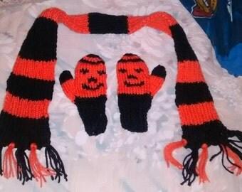 Set scarf mittens black orange Halloween Pumpkin striped toddler