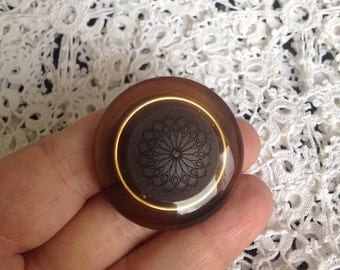 Antique brown Button