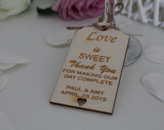Wedding luggage tag style wedding favours, personalized,wooden. Available in packs of 10,20,30,40,50,60