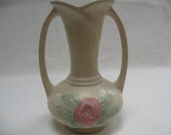 A lovely ceramic Hull vase