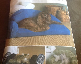 Butterick  B4253 Sewing Pattern Pet Beds And Pillows Dogs Cats New Uncut