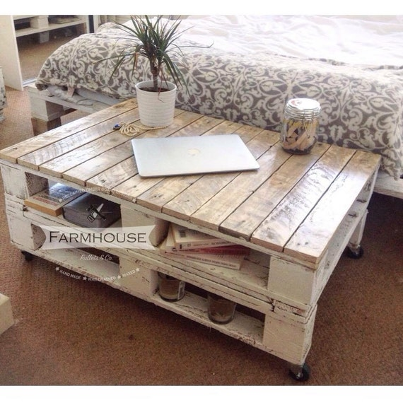Pallet Coffee Table LEMMIK Farmhouse Style By