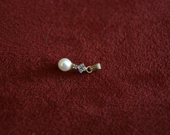 Pendant with pearl and diamonds  - 18K gold