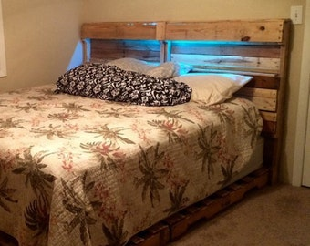 items similar to queen size pallet bed frame with headboard on etsy. Black Bedroom Furniture Sets. Home Design Ideas