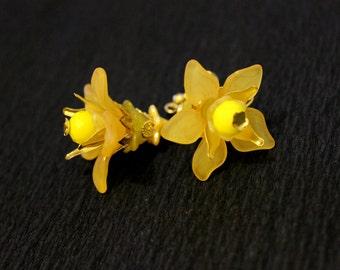 Yellow Lilies Earrings, Yellow Flower Earrings, Yellow Lucite Earrings, Romantic Earrings, Summer Hippie Earrings, Yellow Floral Earrings