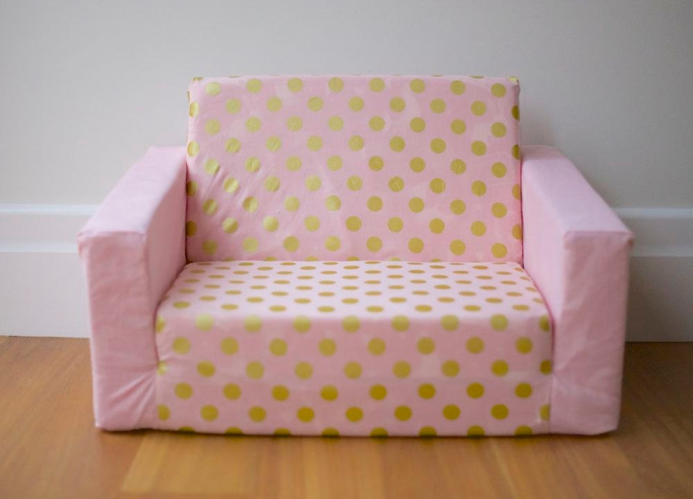 kids flip out sofa cover pink with gold spots and pink base. Black Bedroom Furniture Sets. Home Design Ideas