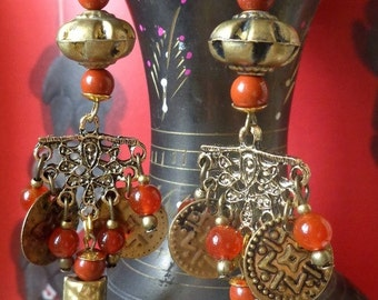 Earrings antique style / retro, old gemstones and gold beads.