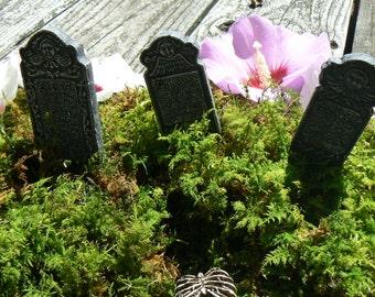 Set of 3 gravestones for Halloween
