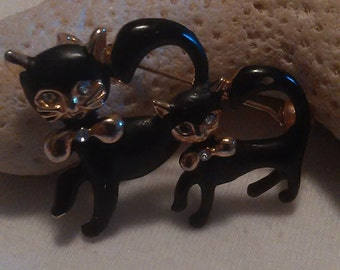 Black Bow Tied Cats Ladies Pin
