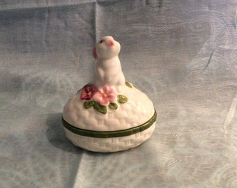 Avon 1982 Bunny Trinket Box, Made in Brazil Weiss, Hand Painted