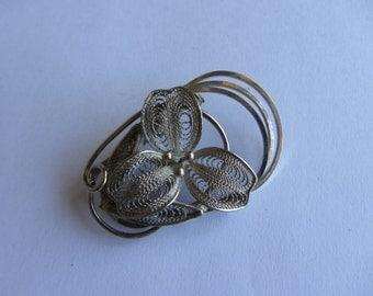 "Vintage sterling silver filigree pin/brooch, flower head, 1.9"" wide. Not marked."