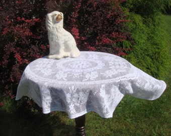 Oval, Vintage Centerpiece   Small Table Cloth, English Nottingham Cluny    Leavers Lace,