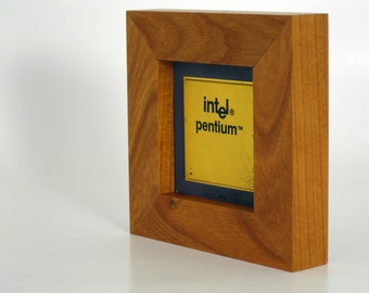 Geek Desk Art - Intel Pentium A80501-60 SX948 CPU in a Cherry Wood Frame