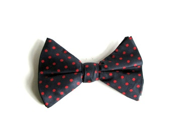 mens polka dot bow tie . vintage bow tie in navy blue and red . clip on bow tie . mens bowtie