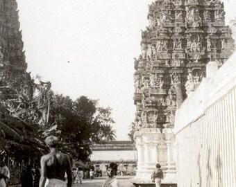 Vintage photo 1931 Madura India Outside the Temple Man in Dohti