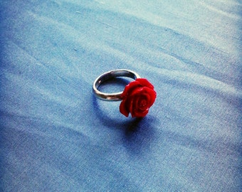 Beautiful red rose and sterling silver ring