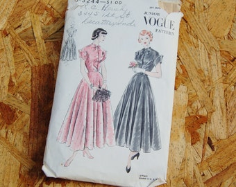 Vintage Vogue 1940's A-line Button Front Dress With Shaped Cuffs Slip Included S-3244 Size 29 1/2 Bust RARE