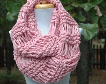 Pink Knit Infinity Scarf, Chunky Scarf, Circle Scarf, Hand Knit Infinity Scarf, Women Scarf, Women Winter Scarf, Knitted Scarf, Wool Scarf