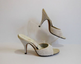 1950s shoes / Vintage 50's White Beaded SPRINGOLATORS Shoes Heels