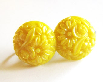 1950s Vintage Earrings Yellow Carved Floral Earrings with Screw Backs