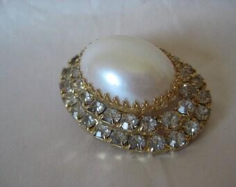 Rhinestone Pearl Oval Brooch Gold Vintage Pin Gray