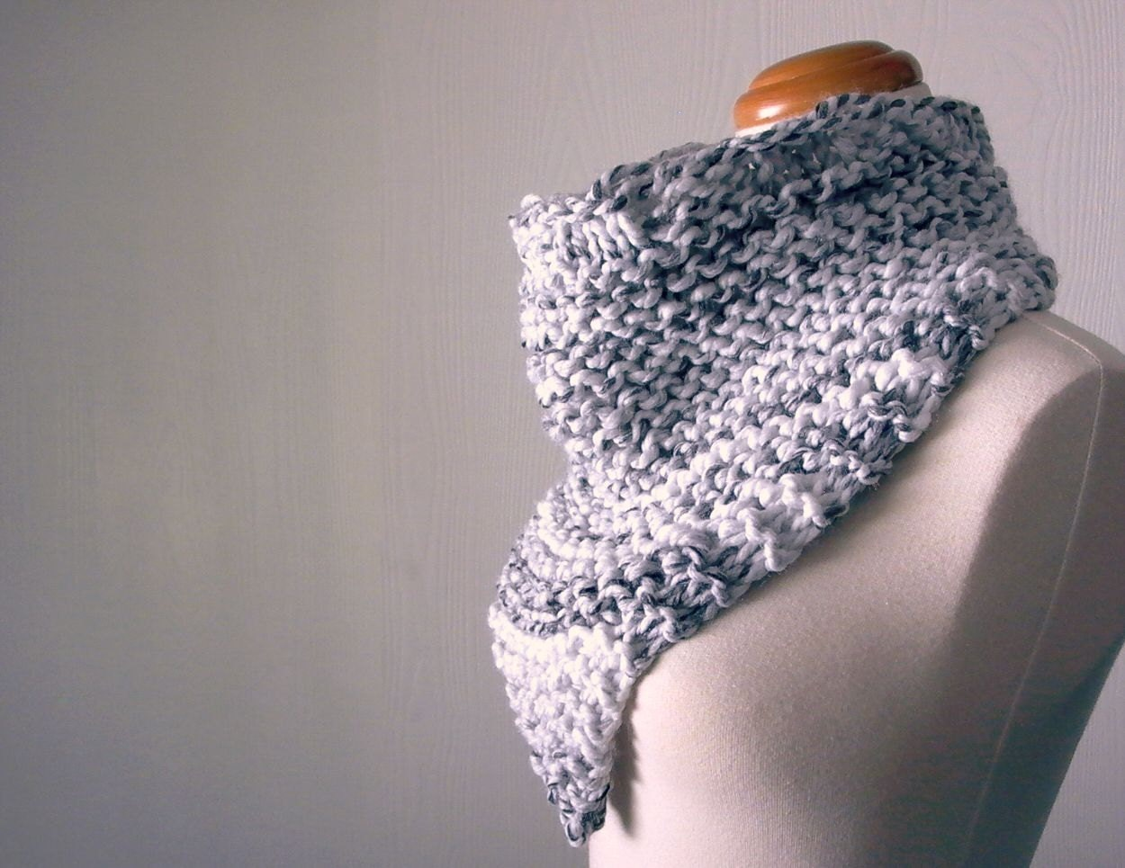 bandit. bandana cowl knitting pattern . chunky knit triangle