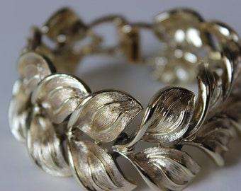 Vintage Coro Bracelet Signed Gold Tone Link Leaf Design