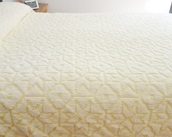 Yellow and White Chenille Bedspread, Yellow Chenille Bedspread, 1950s Chenille Bedspread, Full Bedspread, Yellow Vintage Bedspread