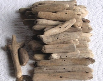 41 Natural Driftwood Sea Wood Sticks Centre Drilled 1mm holes Craft Supplies (1682)
