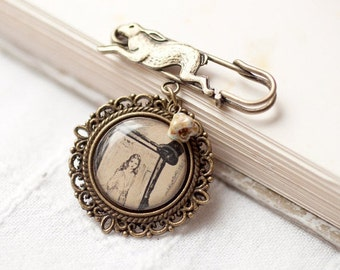 Alice in Wonderland jewelry - Vintage style brooch - White rabbit (BH016)