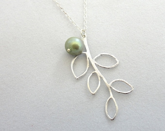 Simple Pearl Leaf Necklace