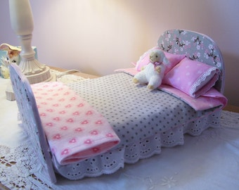 Bratz Make Under Dolls Sweet Little Bed in Shades of Pinks and Gray, Dal Dolls, and Dolls of Similar Size
