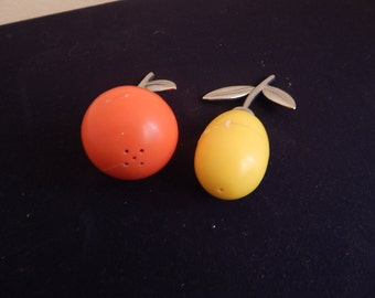 vintage Salt and Pepper Shakers in Citrus Theme