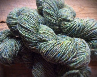 Wool knitting yarn Peace Fleece worsted weight Anna's Grasshopper sage green