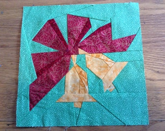 Paper Pieced Bells and Bow Quilt Block