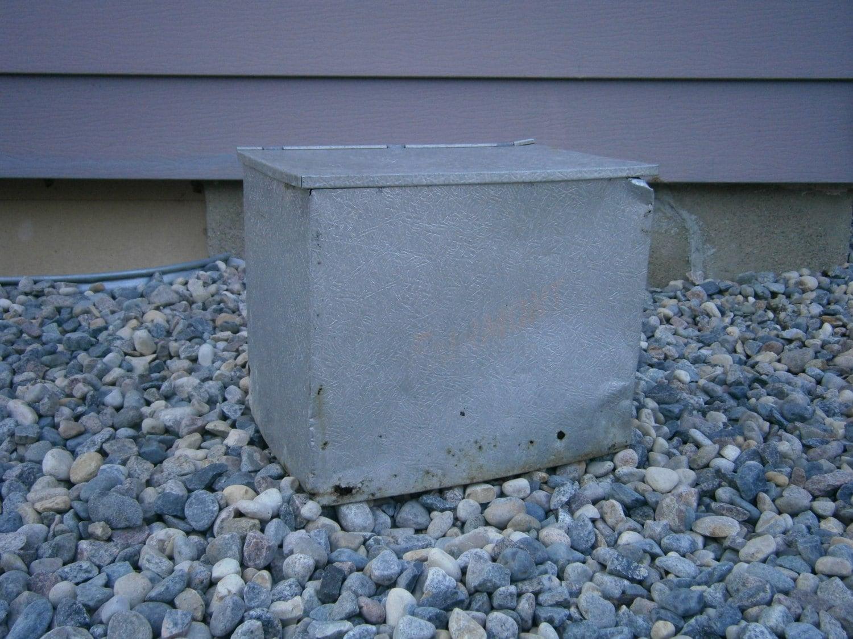 vintage metal milk box milk delivery box dairy box. Black Bedroom Furniture Sets. Home Design Ideas