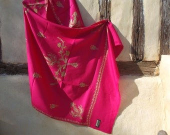 "Pashmina.  Shocking/Hot Pink shawl/stole. Pure wool . 84 x 40""  210 x 98 cm."