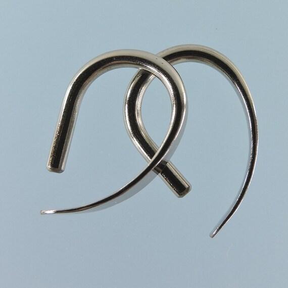 12 gauge niobium earrings: Slim Apostrophe