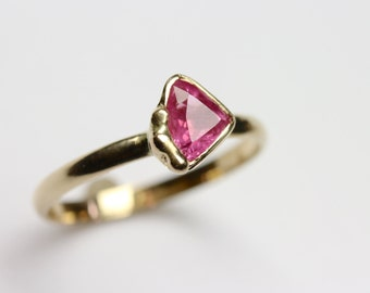 Pink Sapphire Engagement Ring 14K Yellow Gold Trillion Cut Boho Organic Accent Bright Color Sugar Sweet Elegant Triangle Bridal - Zuckerecke